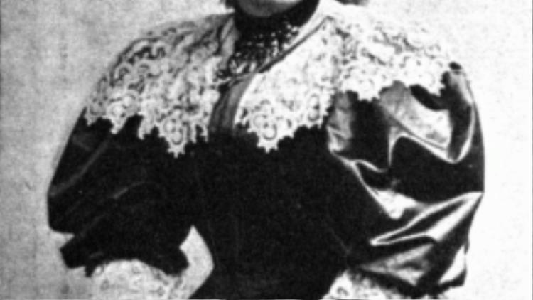 Bertha Von Suttner - Nhà hoạt động nữ giới cho hòa bình đầu tiên, và cũng là người phụ nữ đầu tiên nhận giải Nobel Hòa Bình.