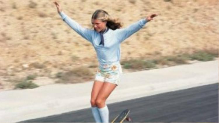 Ellen O'neal, một trong những nữ vận động viên trượt ván tự do giỏi nhất thế giới vào những năm 1970.