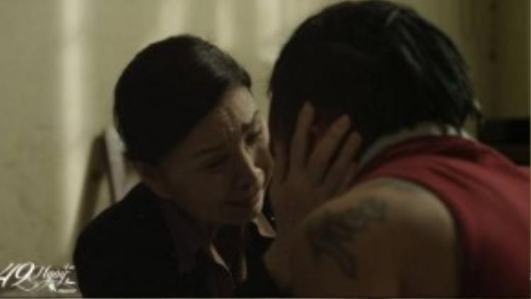 NSUT Kim Xuân trong vai người mẹ yếu đuối.