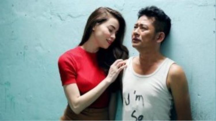 """Nữ huấn luyện viên của """"The Voice"""" phiên bản Việt mùa 1 có những cảnh quay thú vị bên cạnh Tấn Beo."""