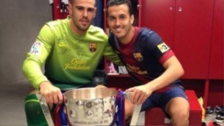 Tình bạn thân thiết với thủ môn Valdes là một trong những nguyên nhân Pedro gạt bỏ Quỷ đỏ.