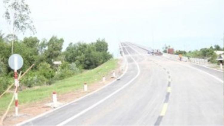 Đường lên cầu Mỹ Lợi phía tỉnh Tiền Giang.