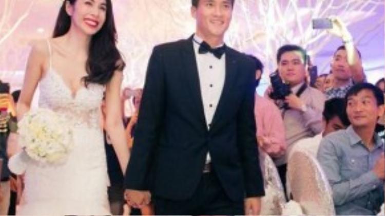 Thủy Tiên, Công Vinh hạnh phúc trong ngày cưới.