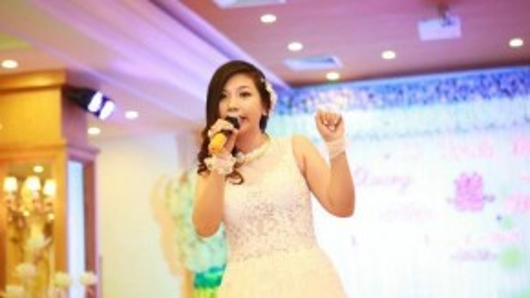 Đám cưới diễn ra 9 tháng trước, Phượng Vũ thể hiện tài năng thiên bẩm của mình khi đã gửi đến khách mời một đêm độc diễn trên sân khấu.