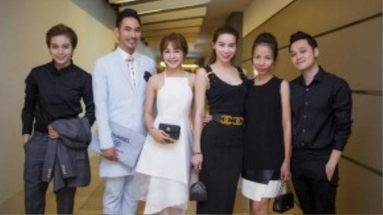 """""""Hoàng tử sơn ca"""" Quang Vĩnh cũng góp mặt trong buổi tiệc. Thời gian qua, anh ngừng hẳn các hoạt động nghệ thuật để tập trung vào công việc kinh doanh."""