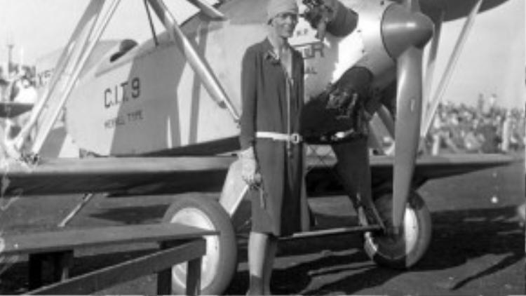 Emily Earhart là nữ phi công đầu tiên bay một mình vượt qua Đại Tây Dương vào năm 1928.