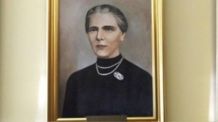 Eliza Leonida Zamfirescu, một trong những nữ kỹ sư đầu tiên trên thế giới. Do những định kiến về việc phụ nữ không nên tham gia nghiên cứu khoa học, và từng bị rất nhiều trường đại học từ chối trước khi được nhận vào Học viện Công nghệ Hoàng gia ở Berlin.