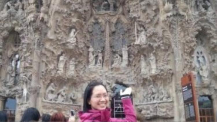 """Cúc Phương trong chuyến du lịch """"đáng nhớ"""" tại Barcelona (Tây Ban Nha) vào cuối năm ngoái."""