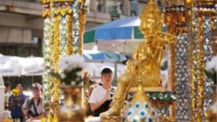Đền Erawan đã mở cửa trở lại vào thứ Tư (19/8), 2 ngày sau vụ nỗ bom. Nhiều người dân địa phương và du khách đã đến đây cầu nguyện cho những nạn nhân xấu số.