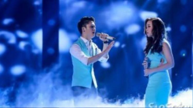 """Ngọc Sang và Bảo Uyên thể hiện ca khúc hit của Bùi Anh Tuấn. Cả hai thật tình cảm khi song ca """"Nơi tình yêu bắt đầu"""", một sáng tác của nhạc sĩ- diễn viên Tiến Minh."""