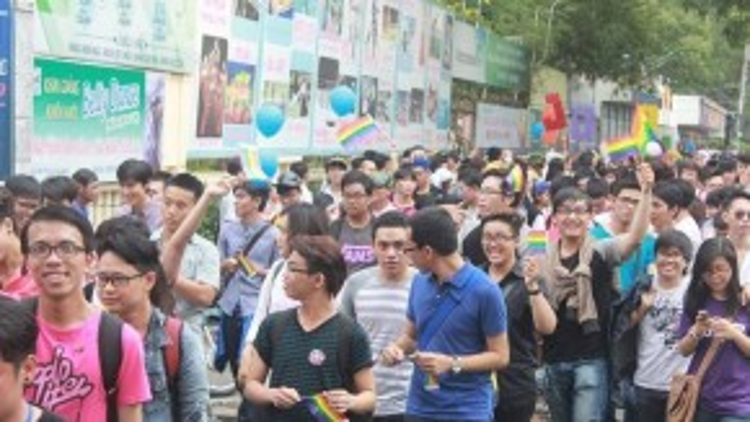 Cuộc diễu hành cầu vồng đã thu hút hàng nghìn bạn trẻ tham gia. (Ảnh: Toàn Nguyễn)