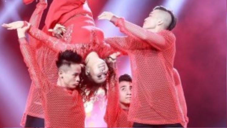 Sau khi xem cô học trò nhảy múa, Mr Đàm cưới khoái chí. Tuấn Hưng bất ngờ khi trước đây Bảo Trâm ở đội của anh, anh không nghĩ cô gái này có thể nhảy, múa, hát và cười như thế này.