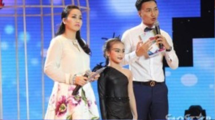 Cô bé nhận được nhiều lời khen ngợi của ban giám khảo.