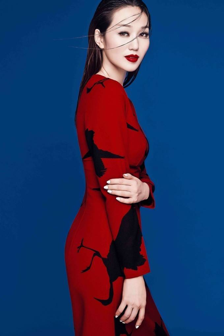 Khánh My hút hồn trên tạp chí thời trang quốc tế