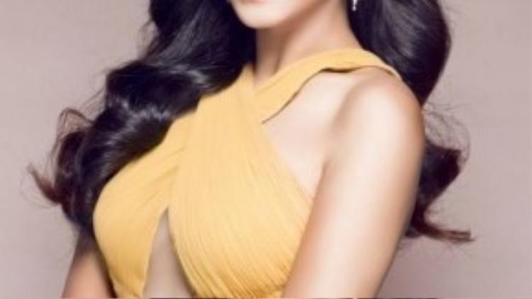 Trong khi đó, Nguyễn Thị Loan là người đẹp quen thuộc với khán giả Việt Nam. Cô từng giành Á hậu 2 Hoa hậu các dân tộc Việt Nam 2013, đại diện Việt Nam dự thi Miss World 2014 và lọt Top 25 chung cuộc.