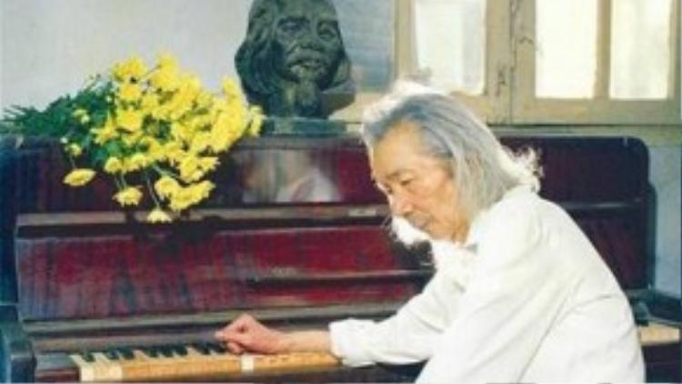 """Tác phẩm âm nhạc """"Tiến quân ca"""" đã được đại diện gia đình cố nhạc sĩ Văn Cao hiến tặng cho công chúng, Đảng, Quốc hội và Nhà nước."""