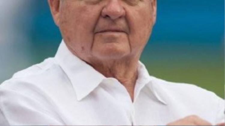 Cựu ngôi sao bóng bầu dục Mỹ Jerry Richardson, 79 tuổi, kiếm được 23 triệu USD trong năm 2014.