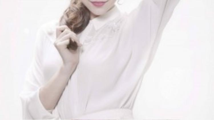 Trong phim điện ảnh mới sẽ ra mắt vào chiều ngày 19/8, Hà Hồ vào vai một nữ ca sĩ lẳng lơ và có những cảnh quay nóng bỏng bên cạnh Tấn Beo.
