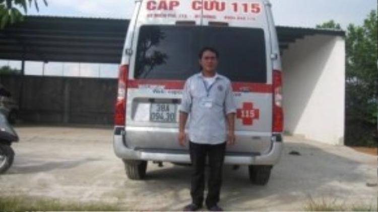 """Tài xế Nguyễn Hữu Đại và chuyến xe 115 """"cấp cứu"""" hồ sơ đại học. Ảnh: Lao Động."""