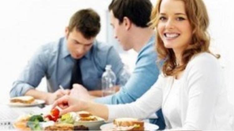 Ăn uống đúng cách giúp nâng cao sự tập trung của bạn.