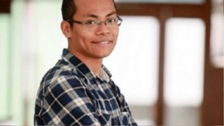 """Ông Nguyễn Ngọc Long - người nghĩ ra vở kịch """"Sinh viên chuẩn"""" bị dân mạng ném đá."""