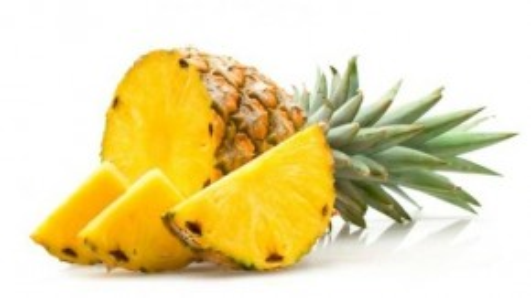 Dứa cũng là trái cây chứa nhiều vitamin C hữu ích trong cuộc chiến giảm đau lưng. Tuy nhiên, các chuyên gia khuyên không nên sử dụng dứa trong thực phẩm đóng hộp. Dứa tươi còn là lựa chọn hoàn hảo nhất cho những ai mắc táo bón vì có nhiều chất xơ.