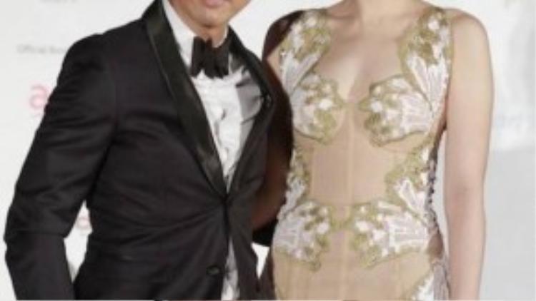 Chân Tử Đan tái hôn với Hoa hậu Hoa kiều Toronto Uông Thi Thi vào năm 2004. Nhiều người trêu rằng, xét về ngoại hình, Uông cao hơn ông xã nổi tiếng. Xét về độ giàu có, cô càng vượt mặt chồng khi có cha là trùm buôn kim cương.