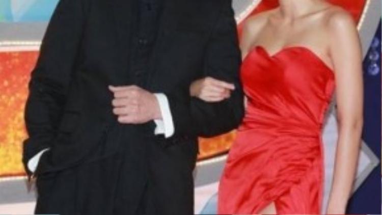 Tài tử Trần Hào cũng hạnh phúc bên vợ - Hoa hậu Hong Kong 2006 Trần Nhân Mỹ. Cặp đôi tổ chức đám cưới vào năm 2013 và có hai con trai.
