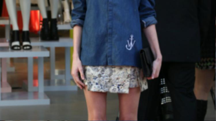 Kết hợp cùng chân váy xòe