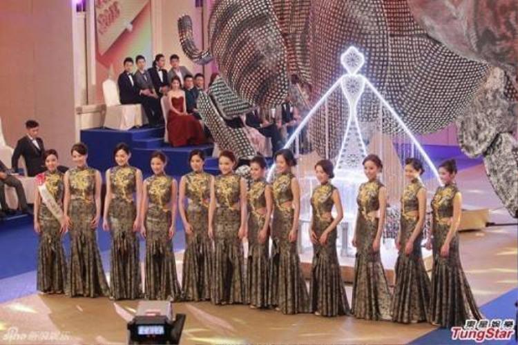 Tân hoa hậu Hồng Kông 2015 gây tranh cãi vì chiều cao 1m63