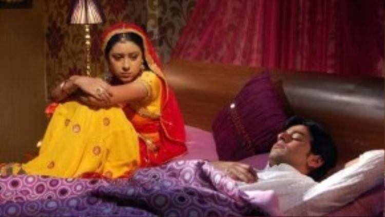 Tỉnh cảm vợ chồng Anandi trở nên lạnh nhạt kể từ khi Jagdish lên thành phố học.