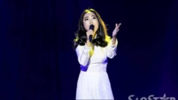 Đoan Trang có cợ hội trình diễn lại ca khúc cùng tên trong bộ phim Trái tim son trẻ mà mình đóng vai chính Út Ca cách đây 10 năm.