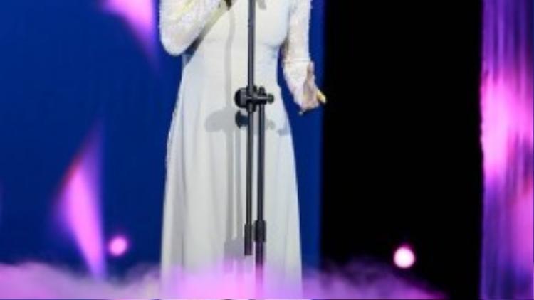 Diva Hồng Nhung thể hiện rất nhập tâm ca khúc I Dreamed a Dream.