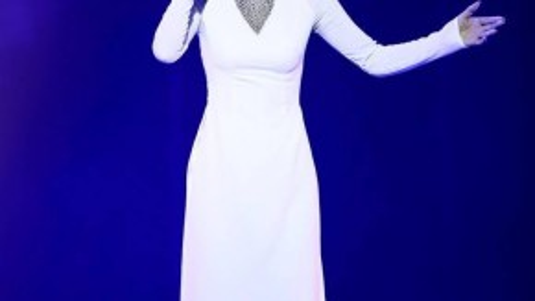 Với bản hit Heal the World, Thảo Trang chinh phục người nghe bằng chất giọng đẹp.