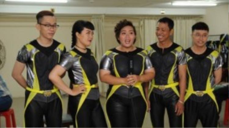 5 thành viên đội Vàng của Phương Anh.