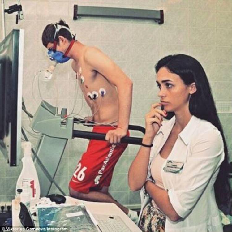 Chelsea được nữ bác sỹ sexy nhất nước Nga về chăm sóc
