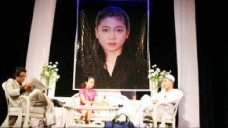Ảnh thờ của Mai Phương trong vở kịch Người vợ ma 2.