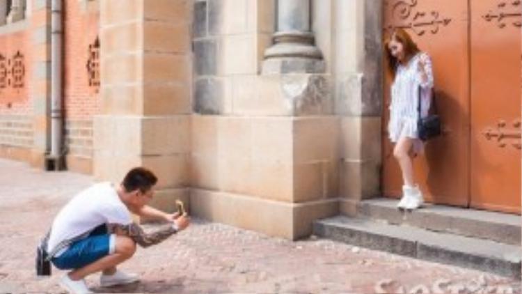 Cô nàng không quên ghi lại khoảnh khắc đẹp của Nhà thờ Đức Bà trước khi rời khỏi đây.