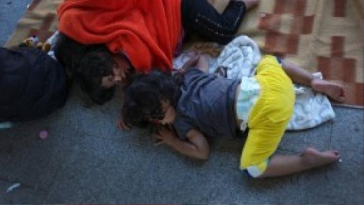 Trong bối cảnh làn sóng người di cư vẫn không ngừng gia tăng, Chính phủ Iceland kêu gọi các nước châu Âu giàu có cùng gánh vác trách nhiệm giải cứu những người tị nạn đang gặp khó khăn. Trong khi đó Đức và Pháp kêu gọi phân bố đều người di cư khắp EU.