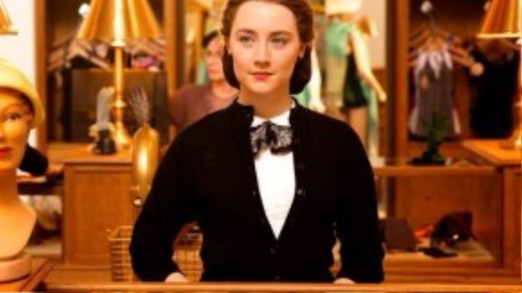 Brooklyn được chuyển thể từ cuốn tiểu thuyết nổi tiếng cùng tên của tác giả Colm Toibin, là câu chuyện của Eilis Lacey (Saoirse Ronan), một cô gái trẻ người Ailen nhập cư vào New York mong một cơ hội đổi đời. Tại đây, cô đã lao mình vào cuộc sống thành thị nhộn nhịp và đem lòng yêu một thợ sửa ống nước Ý (Emory Cohen). Nữ diễn viên Saoirse Ronan đã có vai diễn xuất sắc và được dự đoán sẽ trở thành đối thủ mạnh nhất tại hạng mục Nữ diễn viên chính xuất sắc nhất của Oscar năm sau.