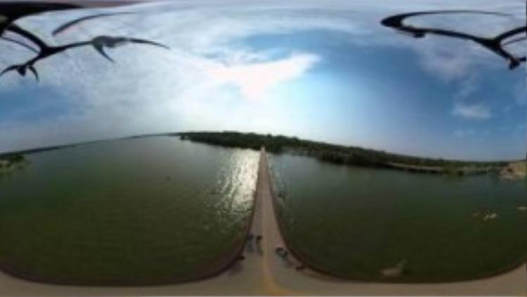 Ảnh chụp từ camera Theta S trong đoạn clip đăng trên YouTube 360