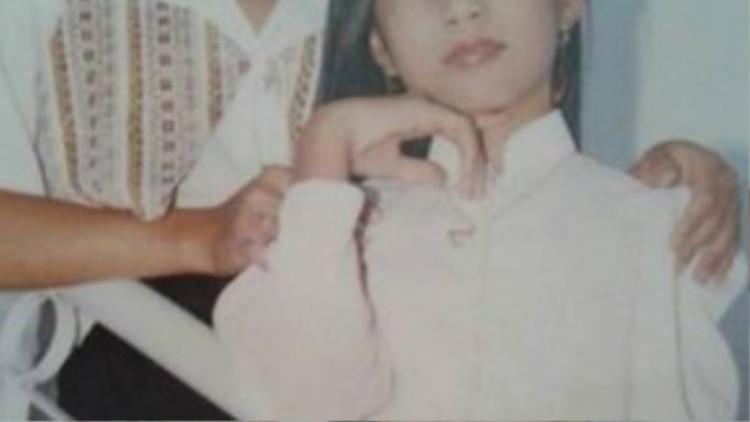 Thủy Tiên chụp hình cùng mẹ năm 13 tuổi.
