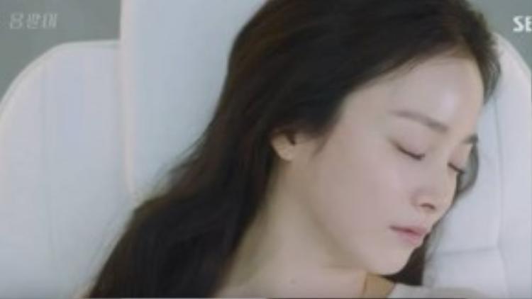 Kim Tae Hee khiến bạn diễn không nỡ xuống tay vì quá xinh đẹp.