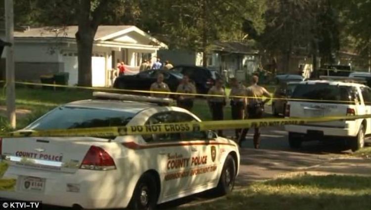 Bé trai 11 tuổi nổ súng bắn chết tên trộm để cứu em gái