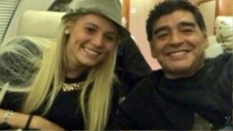 Maradona và Rocio Oliva dù xảy ra rất nhiều scandal trước đó nhưng cuối cùng vẫn kết hôn cùng nhau.