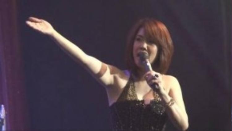 Ca sĩ Thu Phương chia sẻ Quang Linh hát một bài mua được 4 căn nhà mặt tiền.