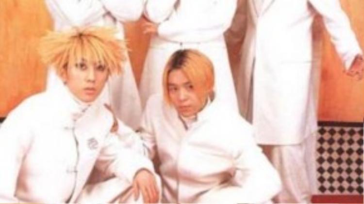 Họ đã chiến thắng trong vô số những giải thưởng của KMTV (MTV Hàn Quốc) và nhiều chương trình âm nhạc phổ biến khác của Hàn Quốc. Đặc biệt năm 1998, MVLine up nhận được giải Video clip quốc tế hay nhất từ MTV Mỹ.