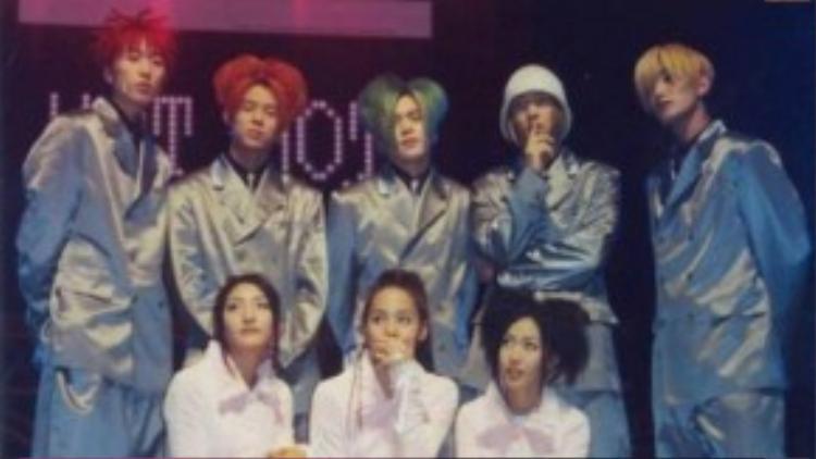 Năm 2001, H.O.T bất ngờ tuyên bố tan rã để lại sự tiếc nuối cho người hâm mộ. Lúc này, không có nhiều nhóm nhạc nổi tiếng nên sự đổ vỡ của H.O.T trở thành tin sốc với cả làng giải trí châu Á.