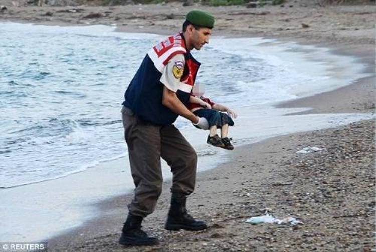 Cậu bé Syria 3 tuổi chết vì bố mẹ quá tham lam