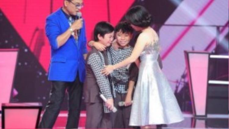 Cẩm Ly bật khóc khi chia tay 2 thí sinh còn lại.
